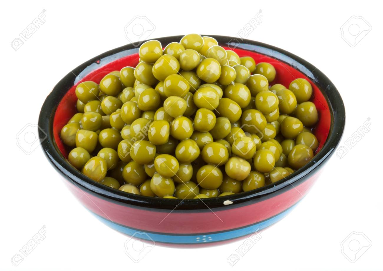 green peas, in a bowl, isolated, white background Stock Photo - 16897823