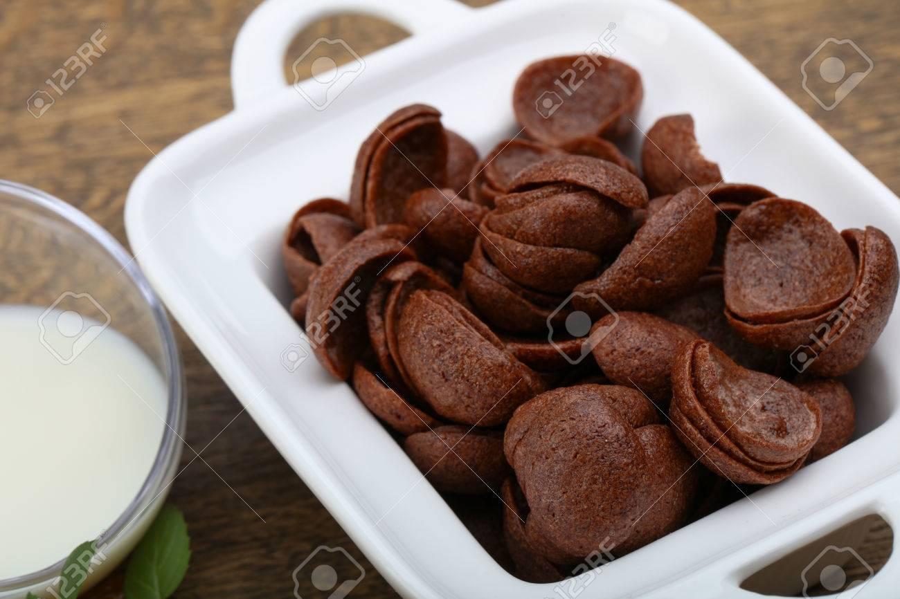チョコ牛乳レーズンとコーンフレーク