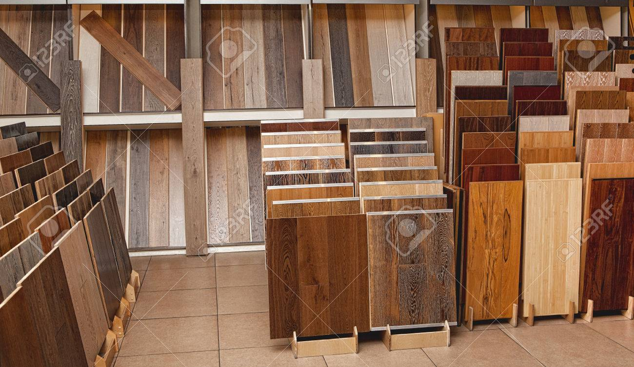 Sample parquet boards in hardware store, in home improvement warehouse exterior - 67007914