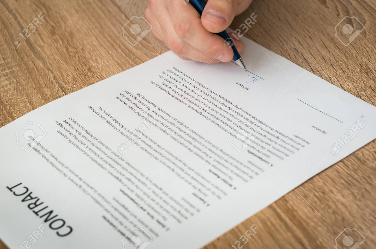Businessman signing successful conclusion of the business contract Stock Photo - 73493758