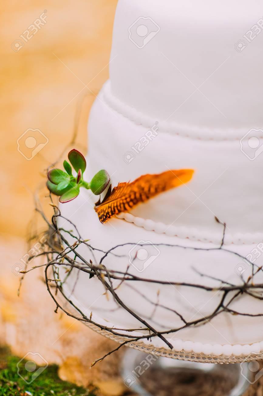 Schone Und Naturliche Lavendel Hochzeitstorte Lizenzfreie Fotos
