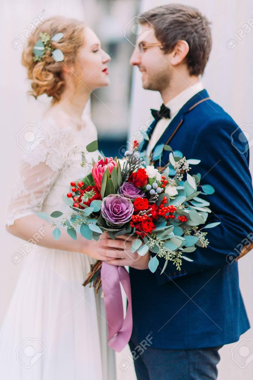 Junge Wunderschone Braut Mit Vintage Hochzeit Bouquet Und Stilvolle
