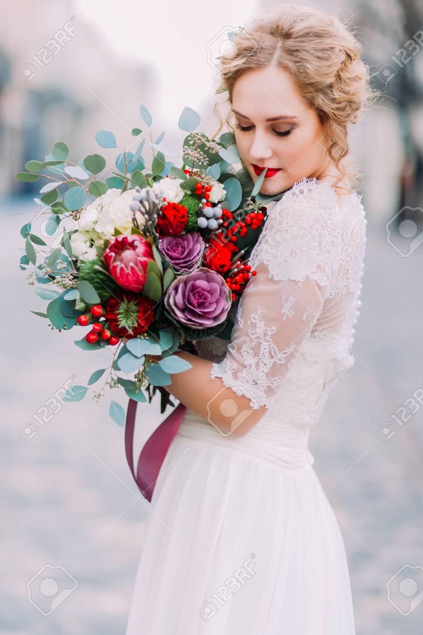 Schone Braut Halt Sanft Wer Vintage Hochzeit Bouquet Mit Alten