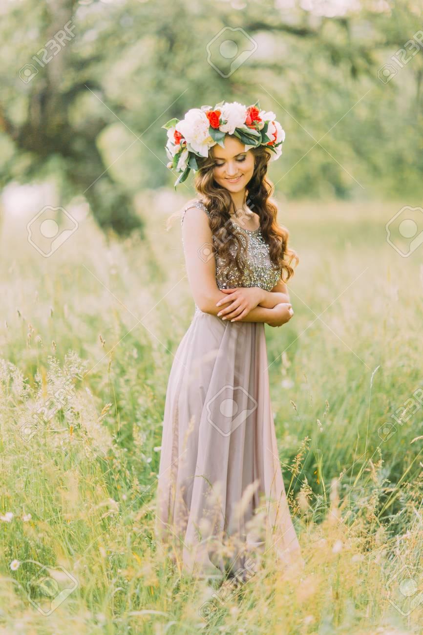 Vestido blanco con flores abajo