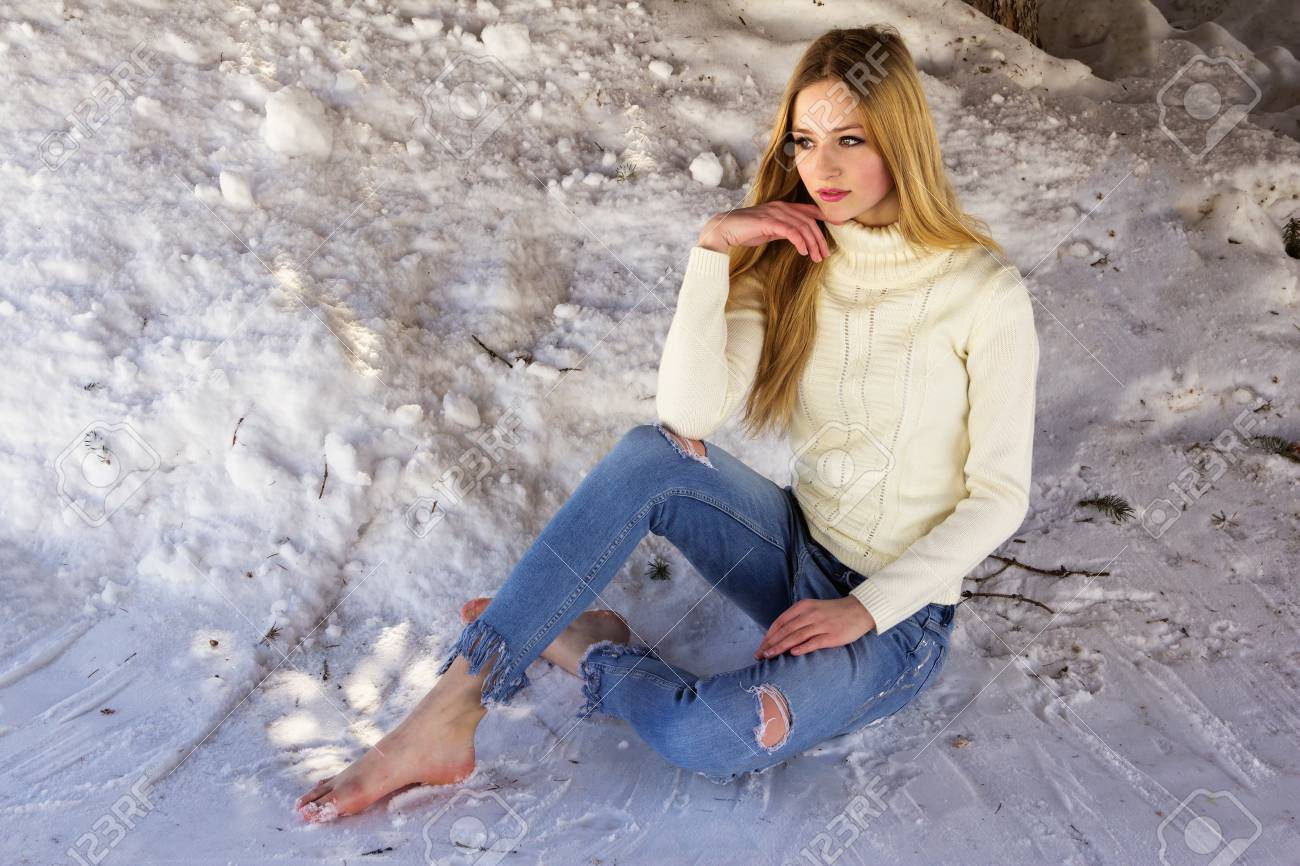 https://previews.123rf.com/images/andsst/andsst1803/andsst180300026/98421385-cute-beautiful-teen-girl-sitting-on-snow-barefoot-in-ripped-jeans-.jpg