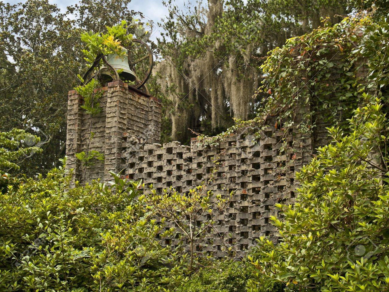 A Garden Wall In The Brookgreen Gardens Near Myrtle Beach In.. Stock ...