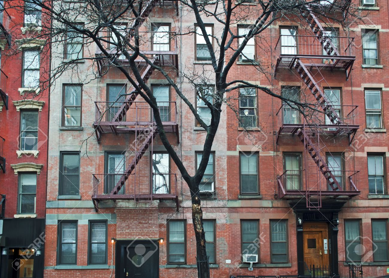 A View Of A Winter Tree And Old Brick Apartment Buildings In Manhattan.  Stock Photo