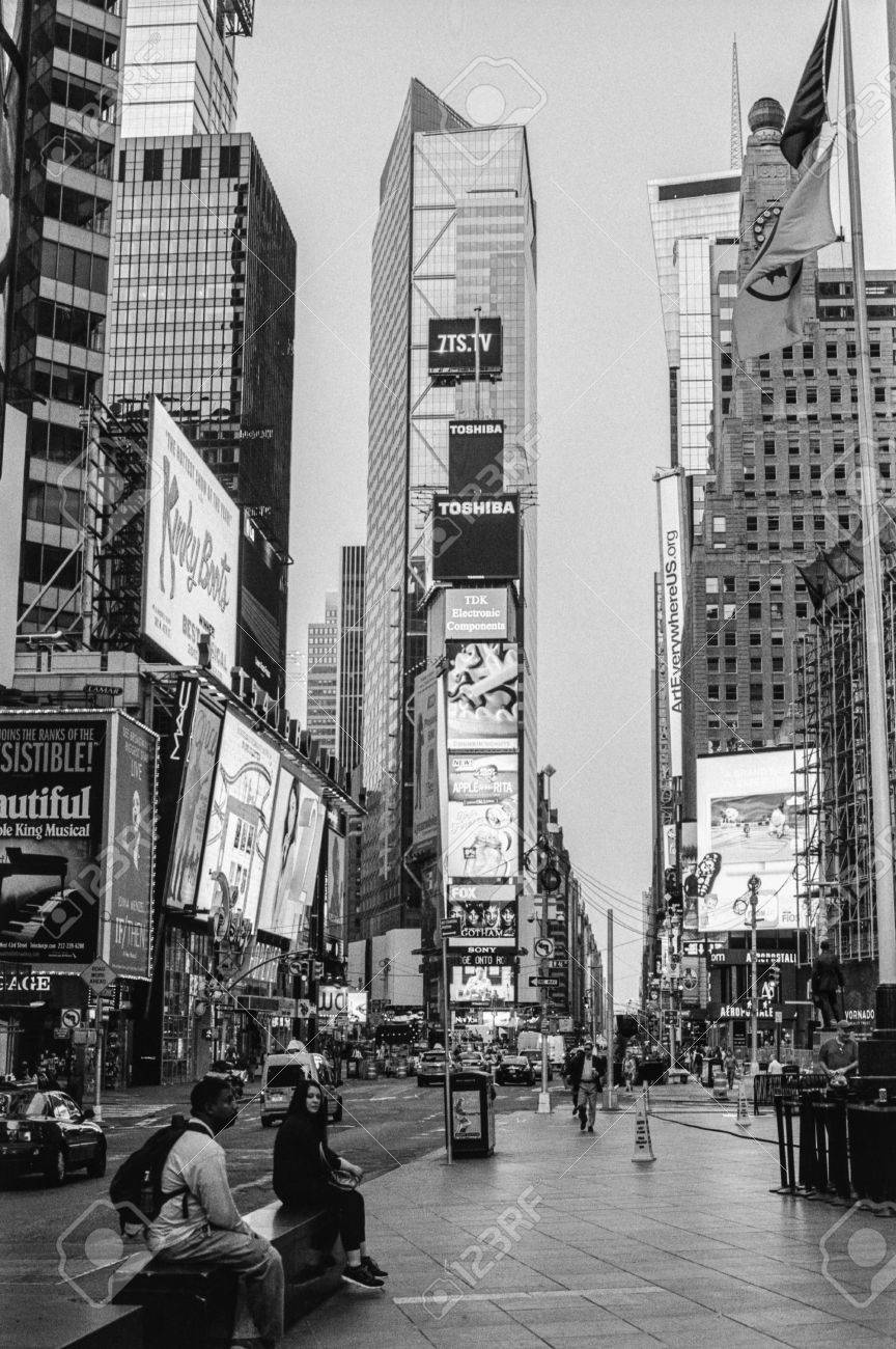 NEW YORK-AUGUST 8-A black and white film photograph look a Times Square d65679ce1