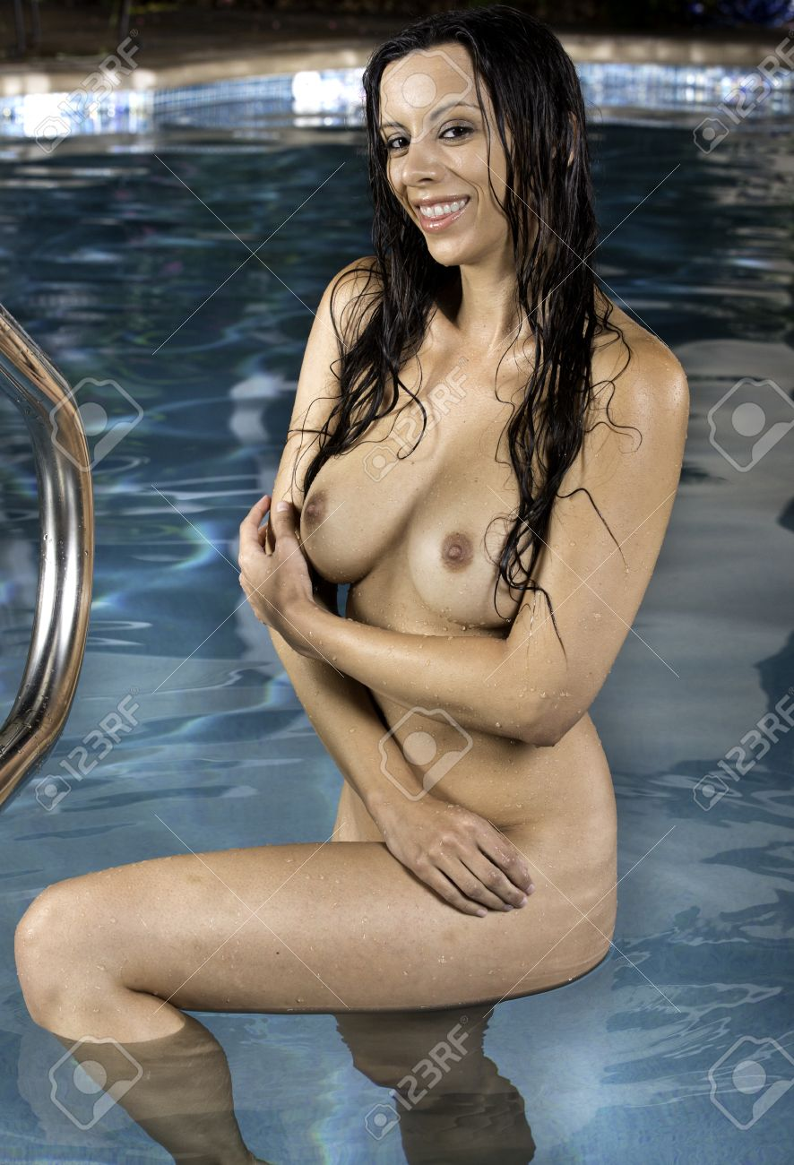 Im swimmingpool nackt Im Pool