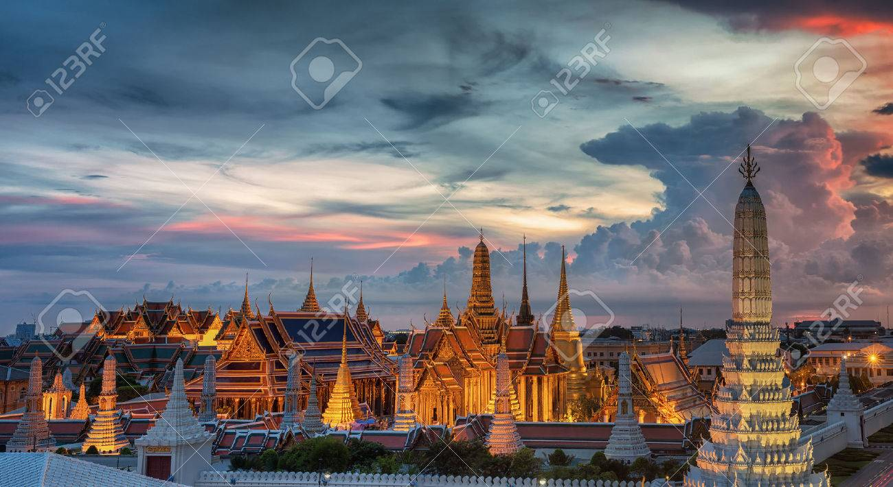 Wat Phra Kaew, Temple of the Emerald Buddha,Grand palace at twilight in Bangkok, Thailand Standard-Bild - 31202356