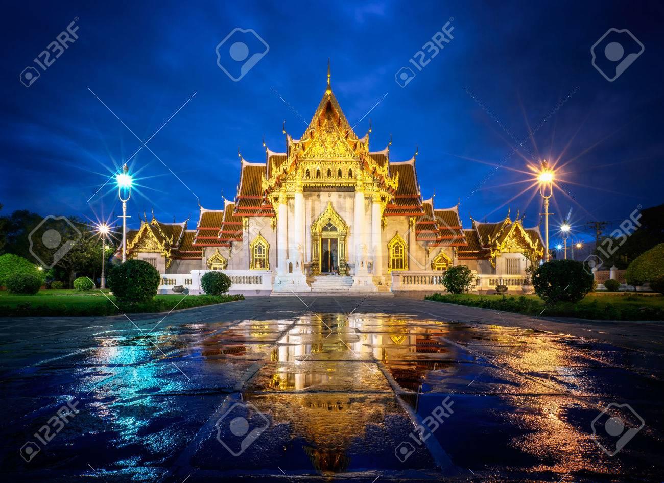 Wat Benjamaborphit or Marble Temple at twilight in Bangkok, Thai Standard-Bild - 31721436