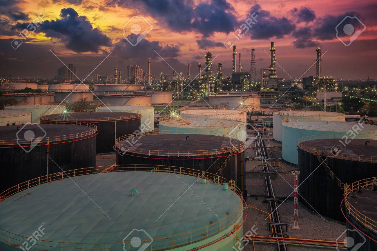 Oil refinery and oil thank in sunset background Standard-Bild - 39075774