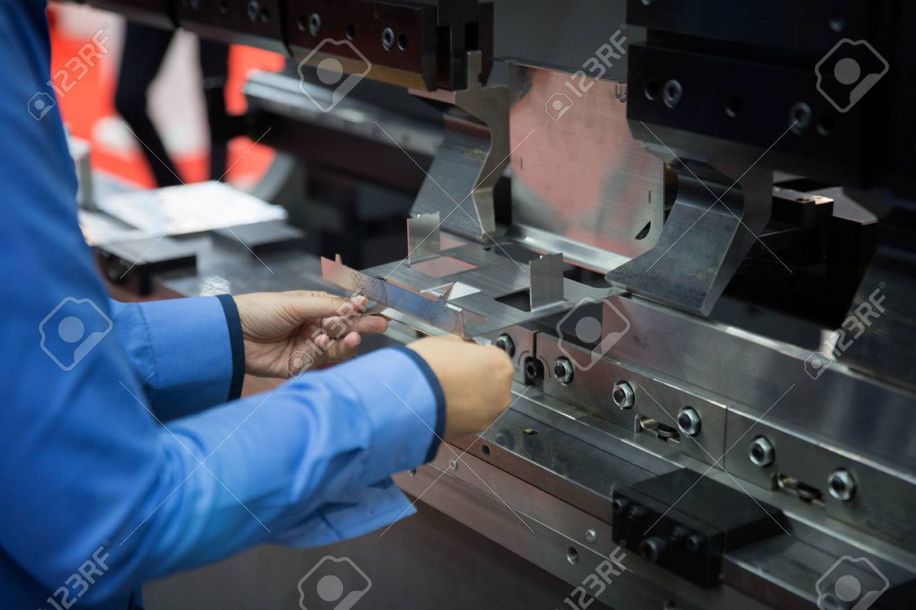 operator bending metal sheet by sheet bending machine, production work process in fabricated factory by worker, manual or semi auto processing. Standard-Bild - 72423264