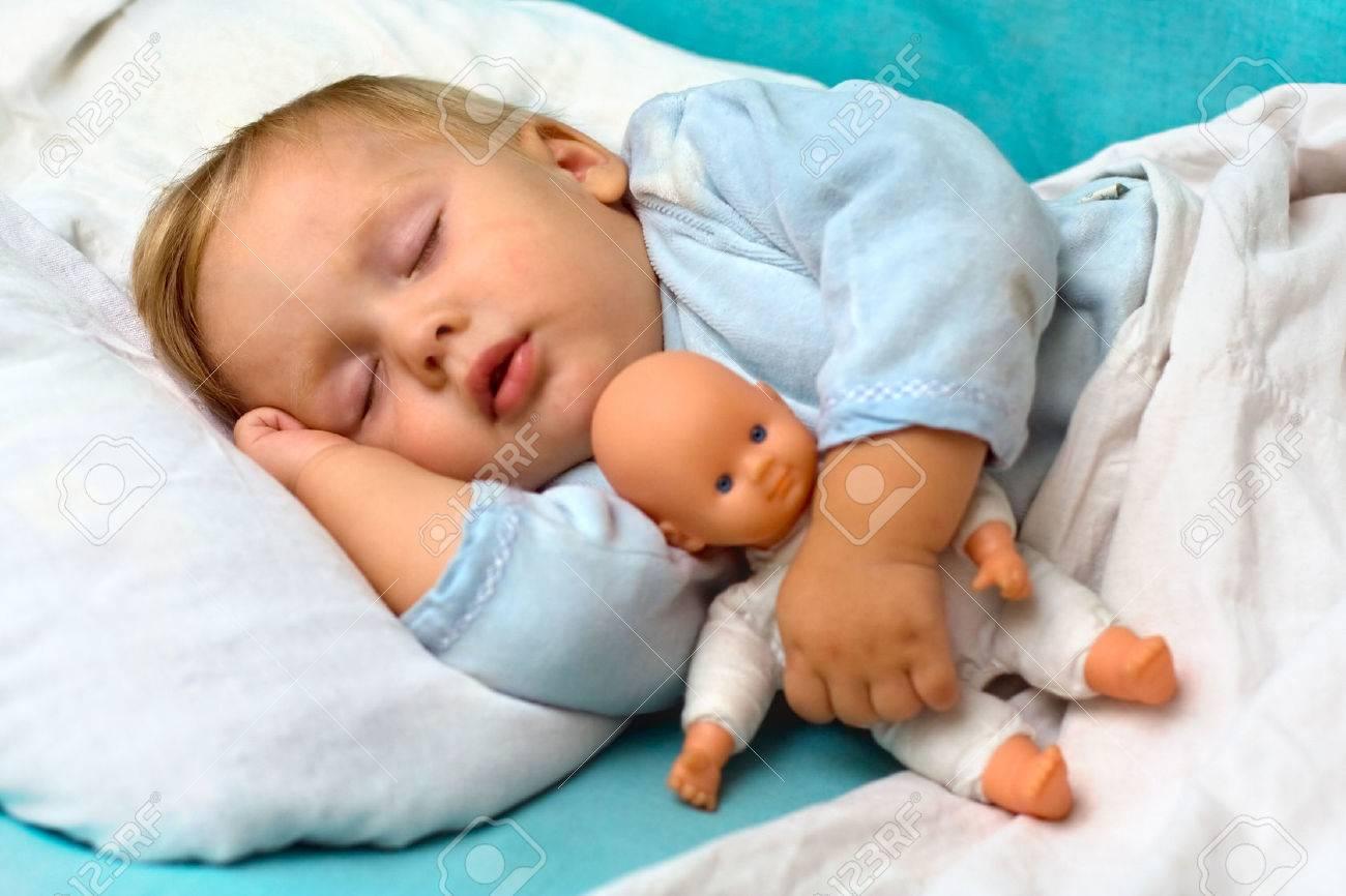 Как научить ребенка засыпать самостоятельно в 1 год 9 месяцев