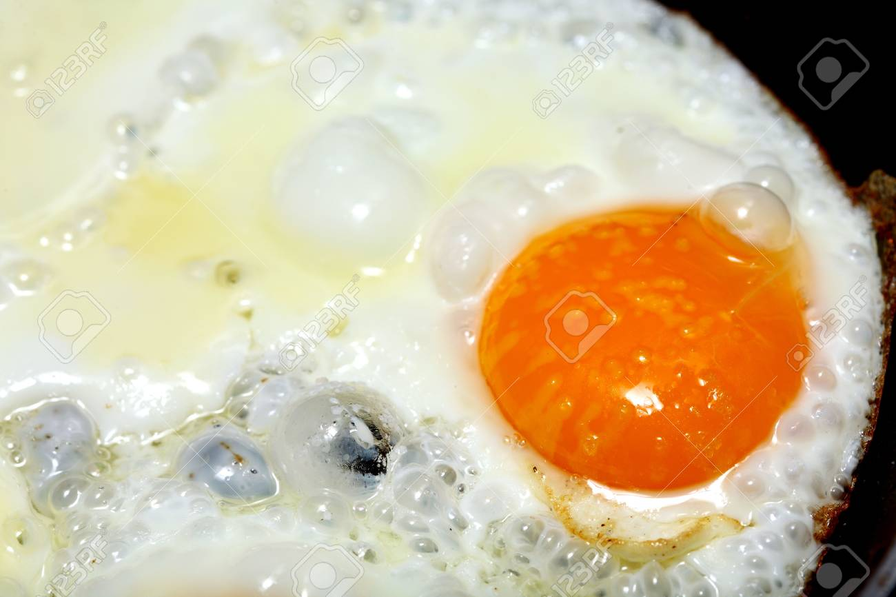 pan full of scramble eggs in a frying pan Stock Photo - 15171187