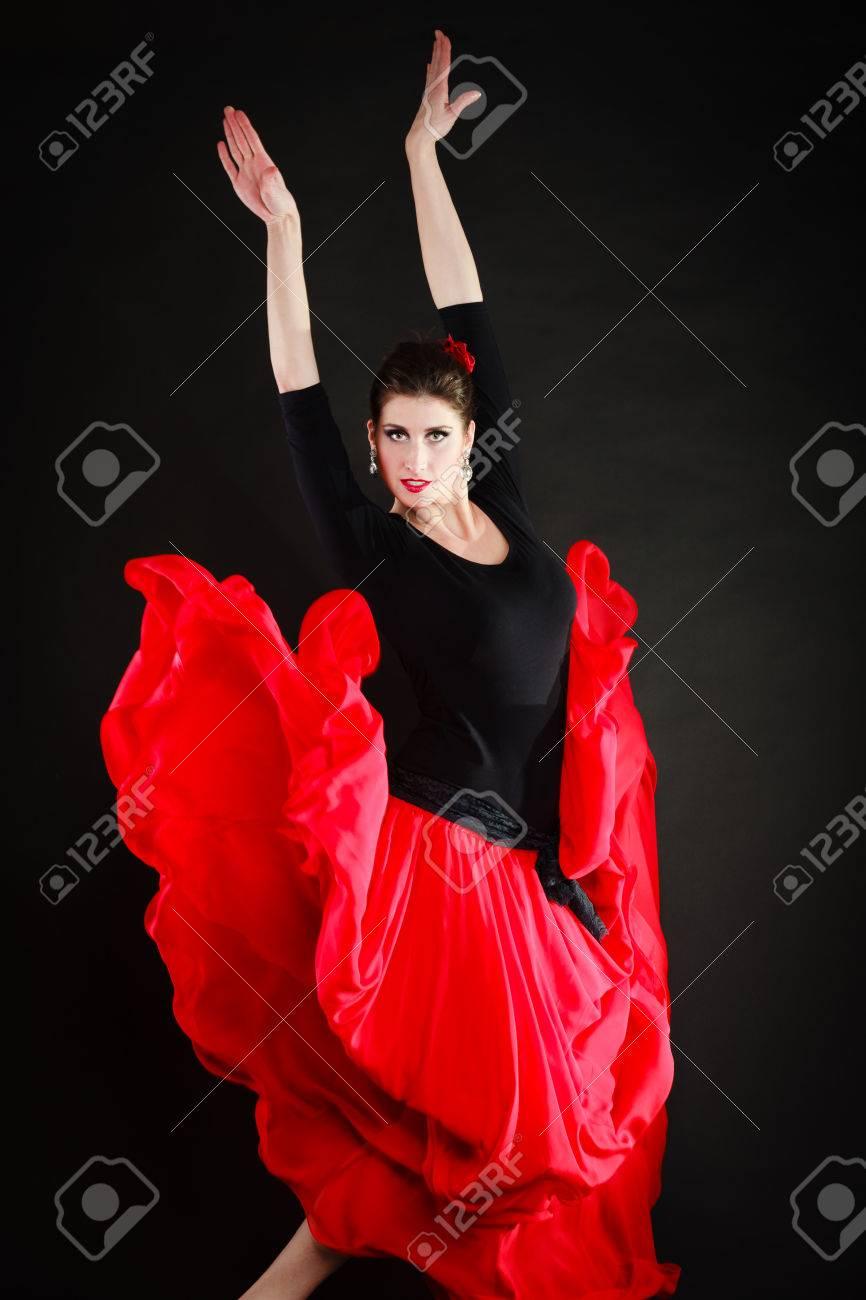 2487d0ba68 Chica atractiva mujer española sexy en el baile rojo de falda larga danza  del