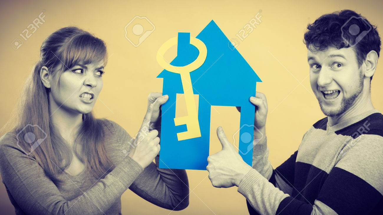 Vivre En Appartement Ou En Maison avantages et inconvénients de vivre ensemble. jeune couple faisant valoir  mariage de nouvelle maison maison appartement endroit pour vivre.