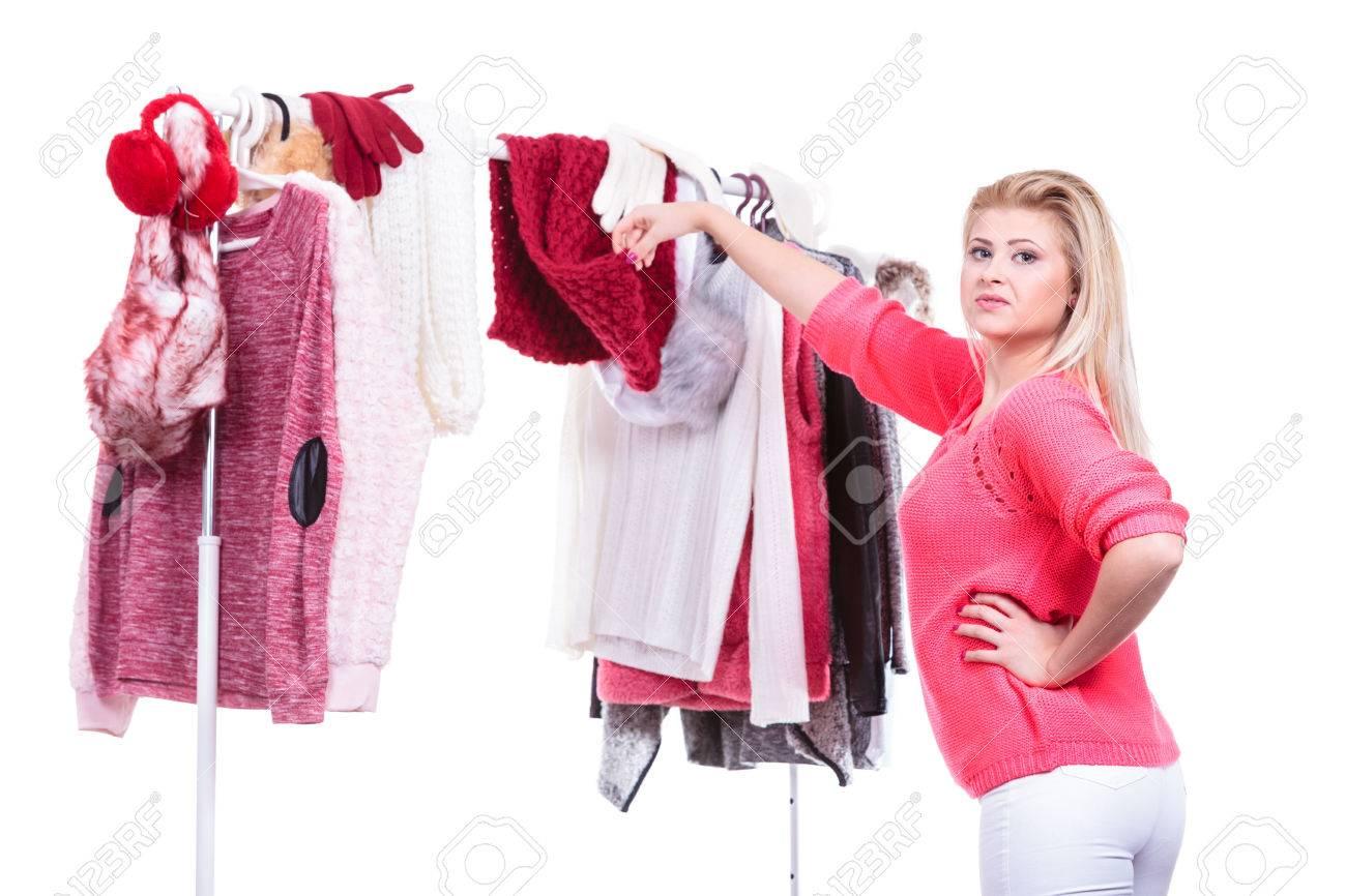Jeune Femme Dans L Indecision De Garde Robe Maison Placard Ado