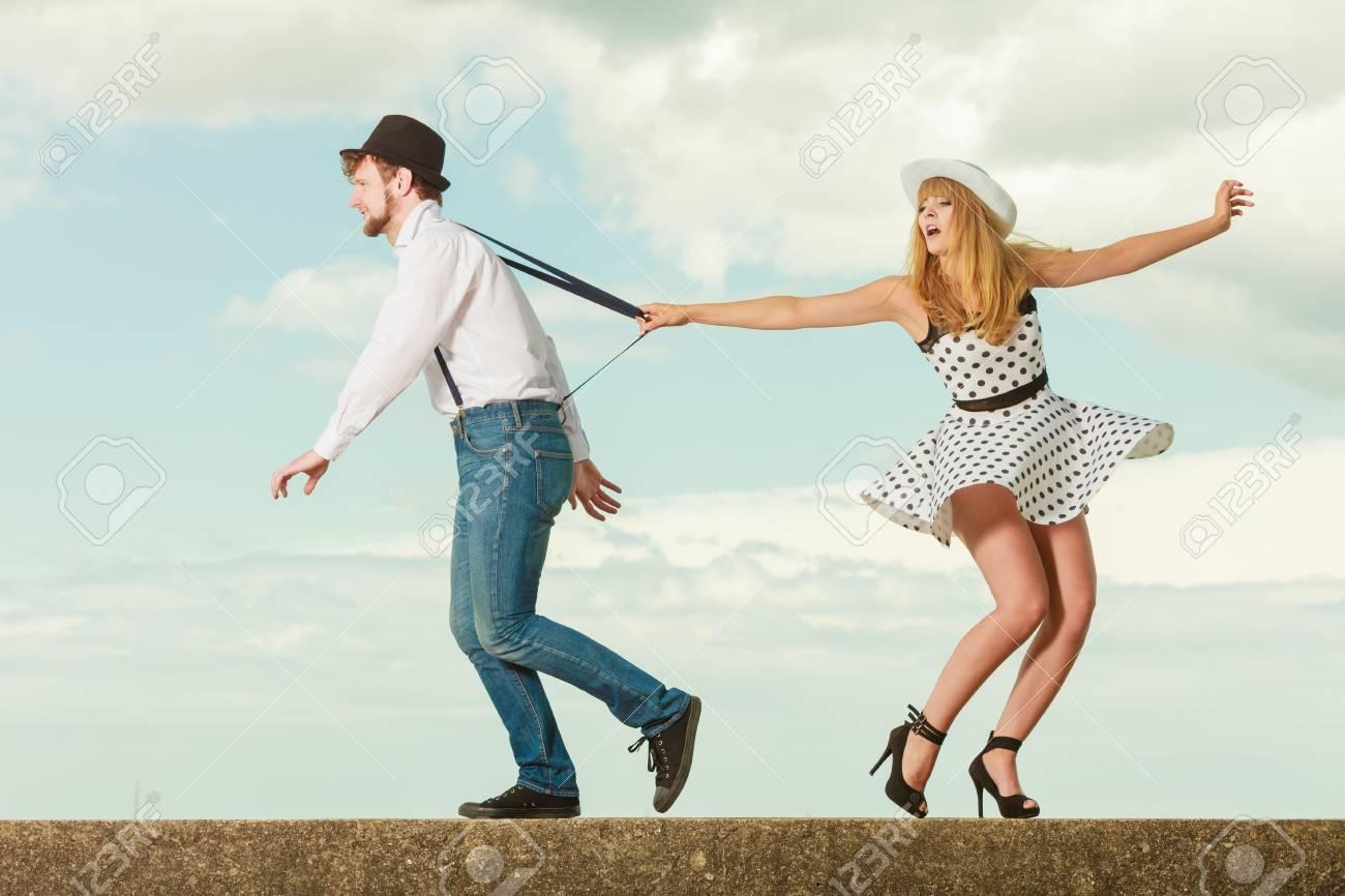 Como coquetear con un chico en una fiesta