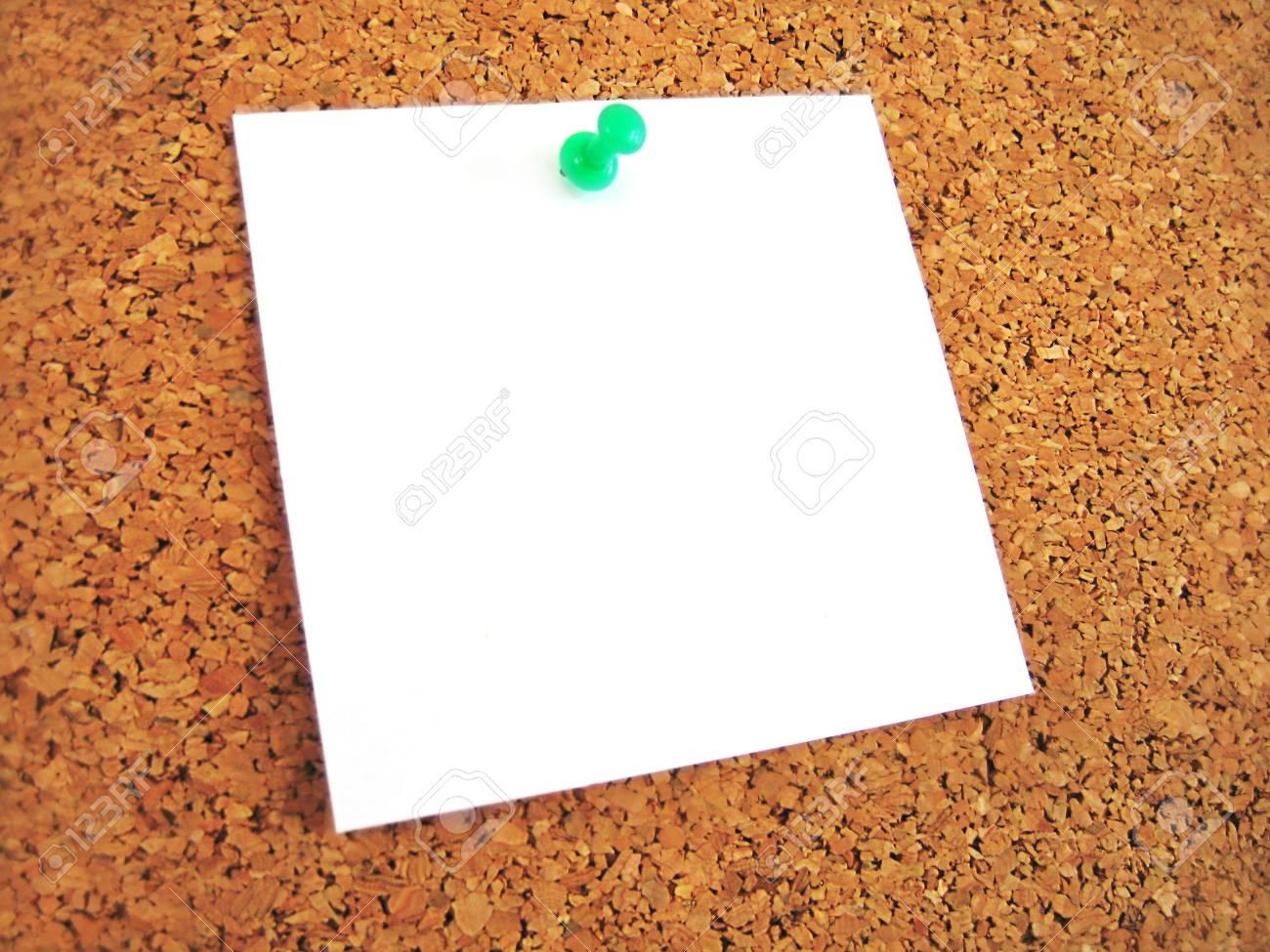 Weiße Leere Notiz Pined Zu Kork Bord Lizenzfreie Fotos, Bilder Und ...