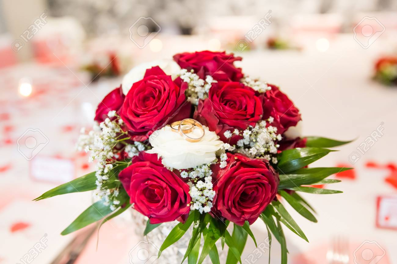 Red Rose Wedding Bouqet.Wedding Rings On White And Red Roses Bridal Bouquet