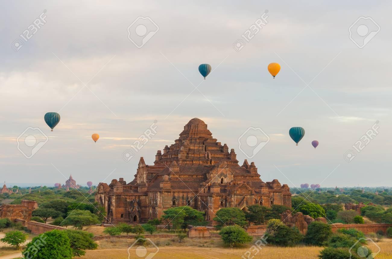 Palloni Ad Aria Calda.Immagini Stock Dhammayangyi Tempio Il Piu Grande Tempio Con