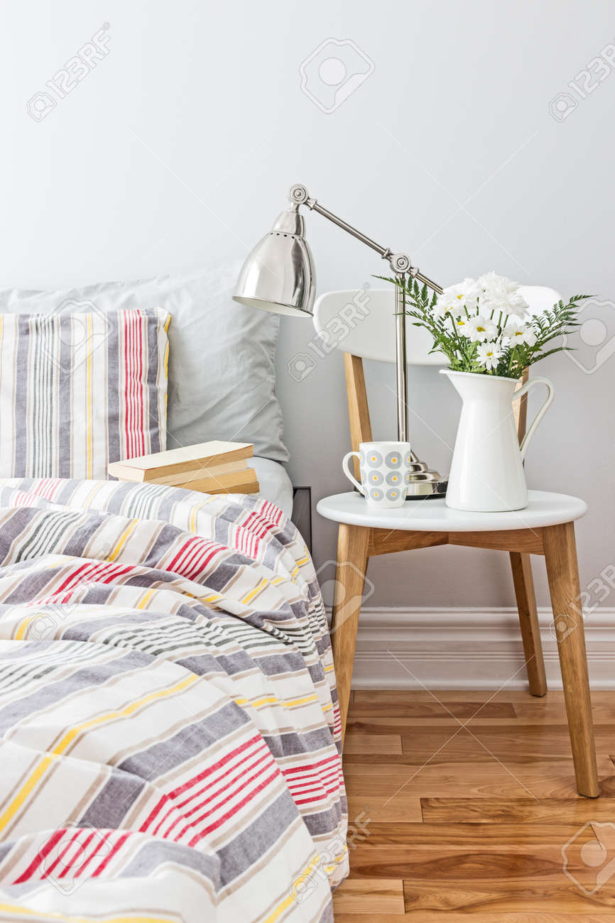 Bright and fresh bedroom decorated with a bouquet of flowers - 19915810
