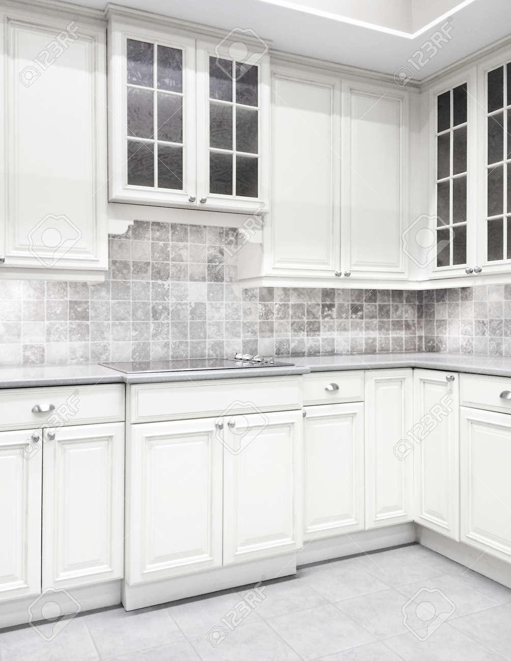 Charmant Aufkantung Für Küchen Mit Weißen Schränken Fotos - Ideen ...