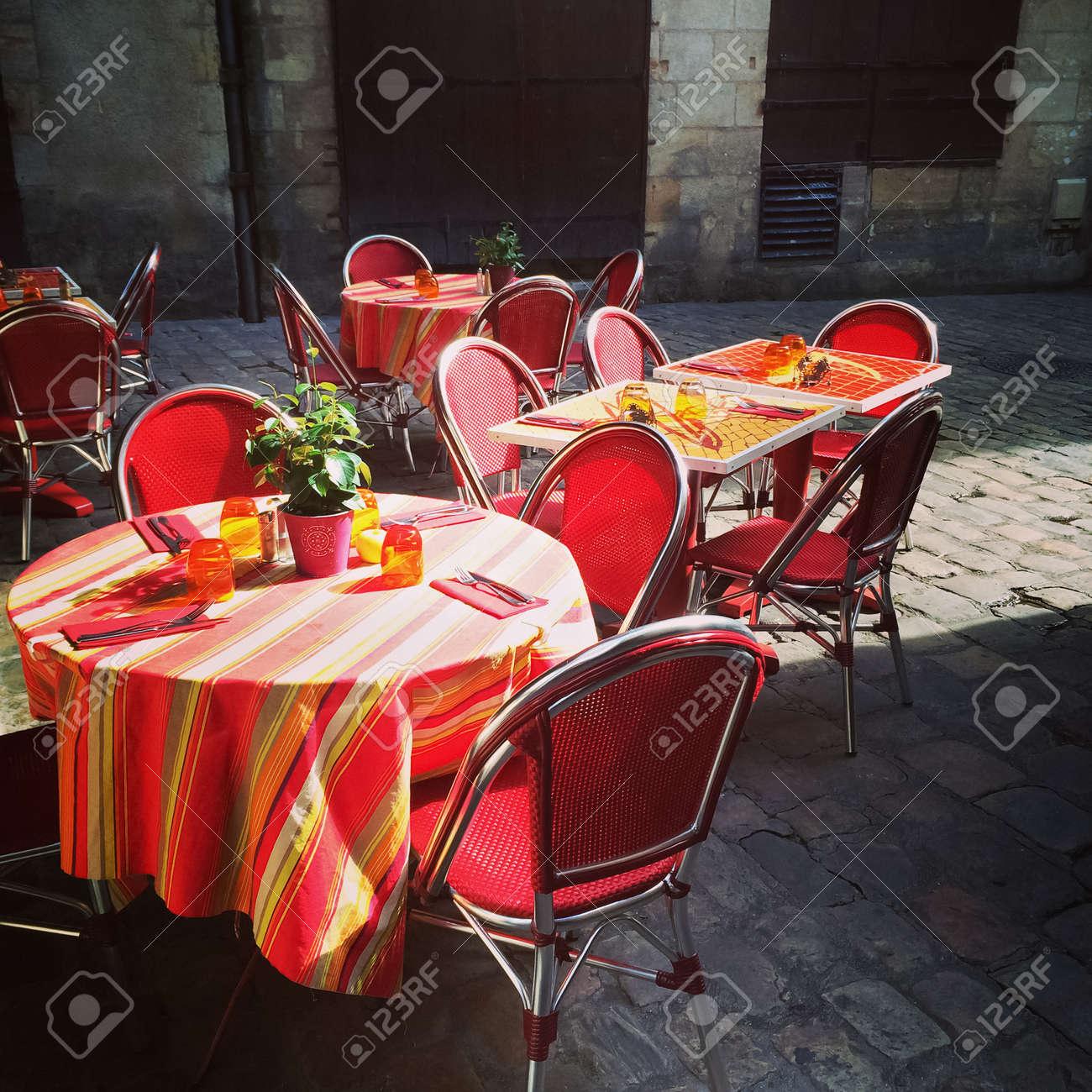 Avec Et Café Tables Chaises Extérieur RougesToursFrance WEIDHY29