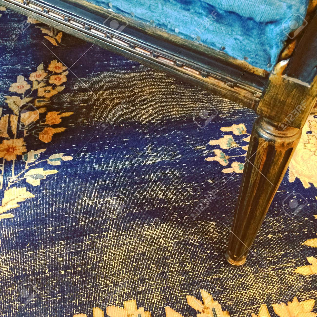 Detail Eines Vintage-Stil Möbel Und Teppich In Blau In Gelben Farben ...