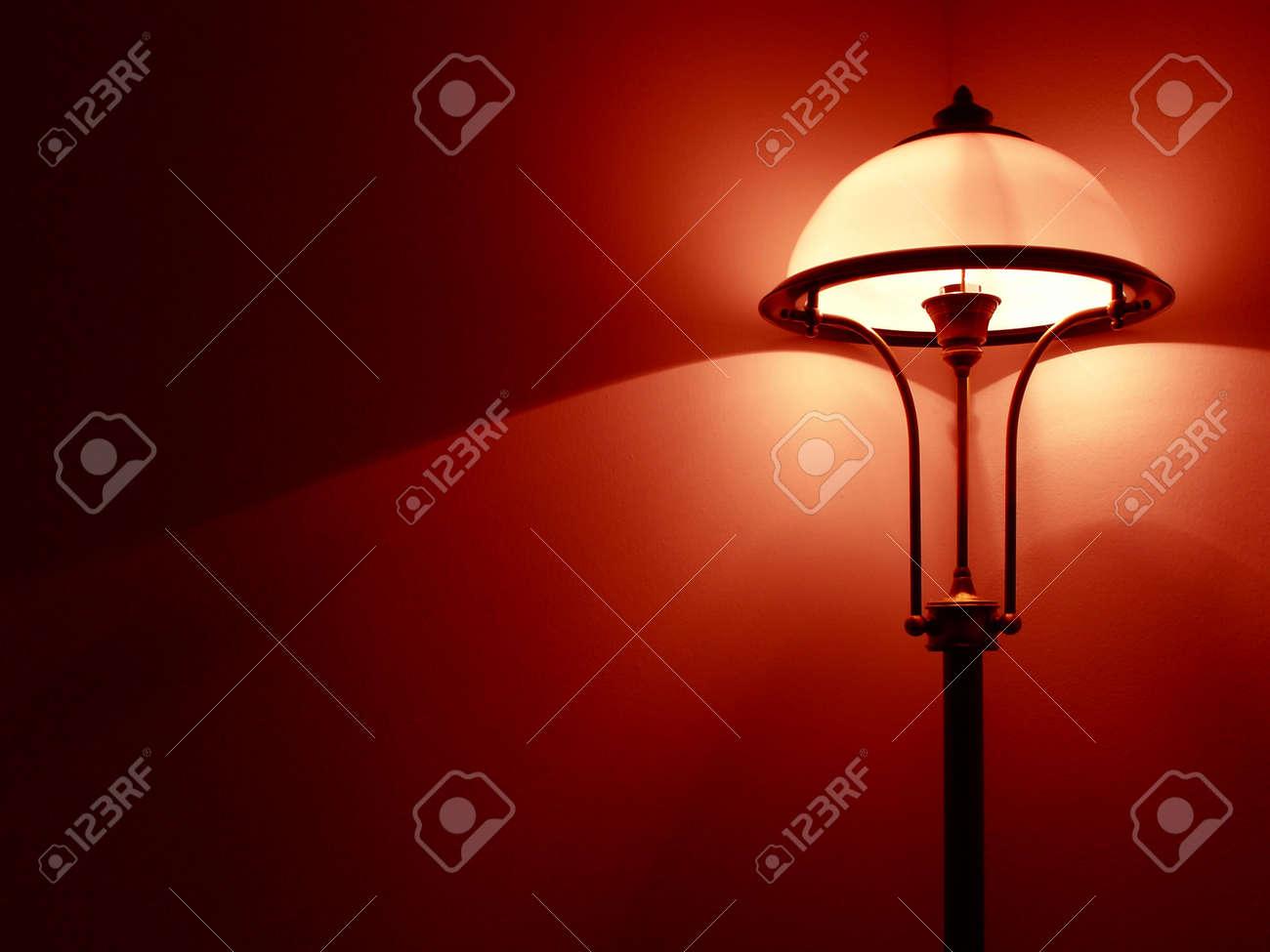 Schlafzimmer rote wand: photo schlafzimmer lampe mit roten wand ...