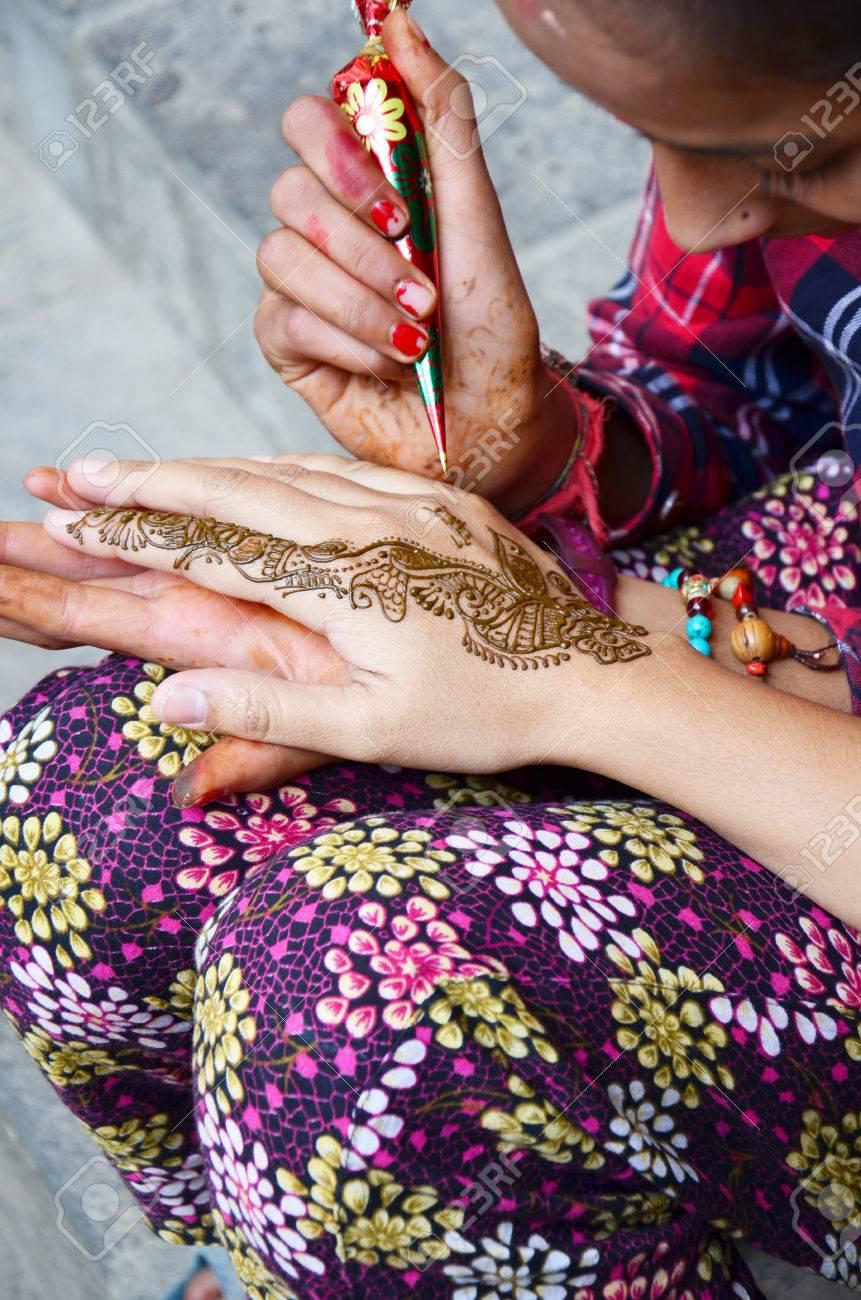 Nepalese Girl Paint Mehndi Or Henna India Style For Thai Traveler