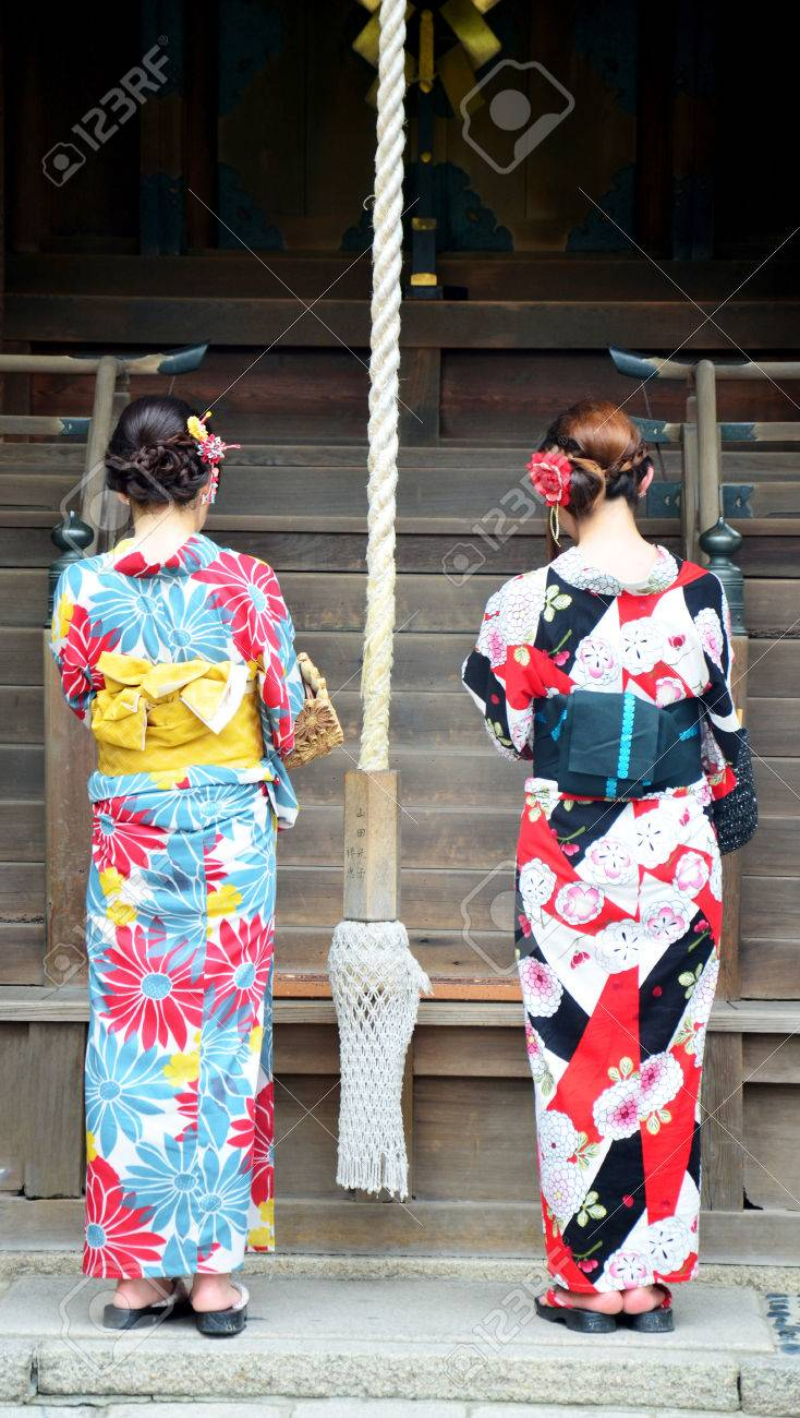 What type of clothes do Japanese people wear?