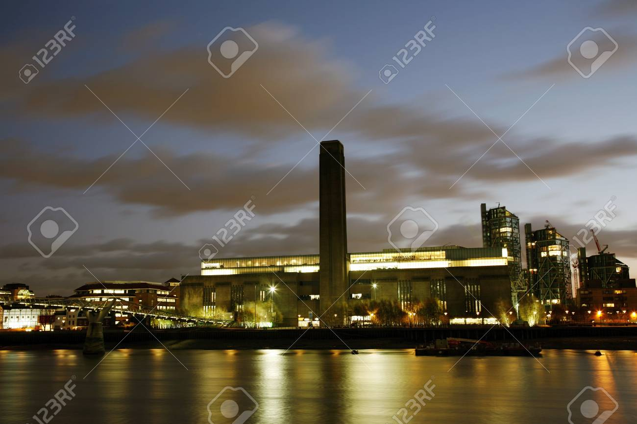 Tate Modern (the disused power station) in London Stock Photo - 11401254