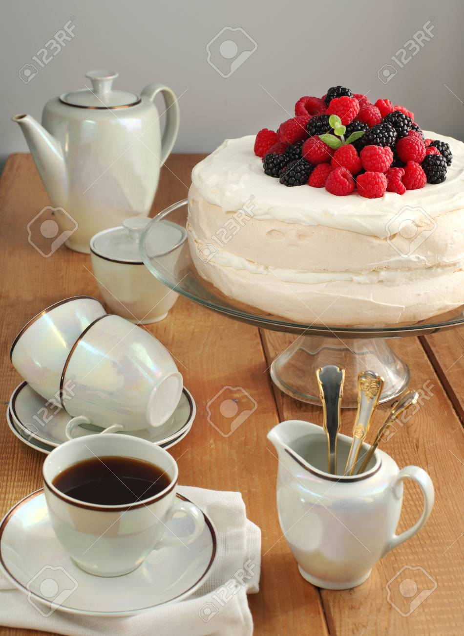 Meringue cake with berries Stock Photo - 17263505