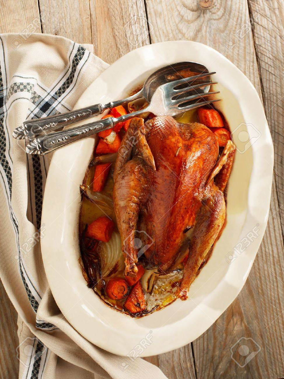 Baked pheasant in red wine with carrot and onion - 19295925