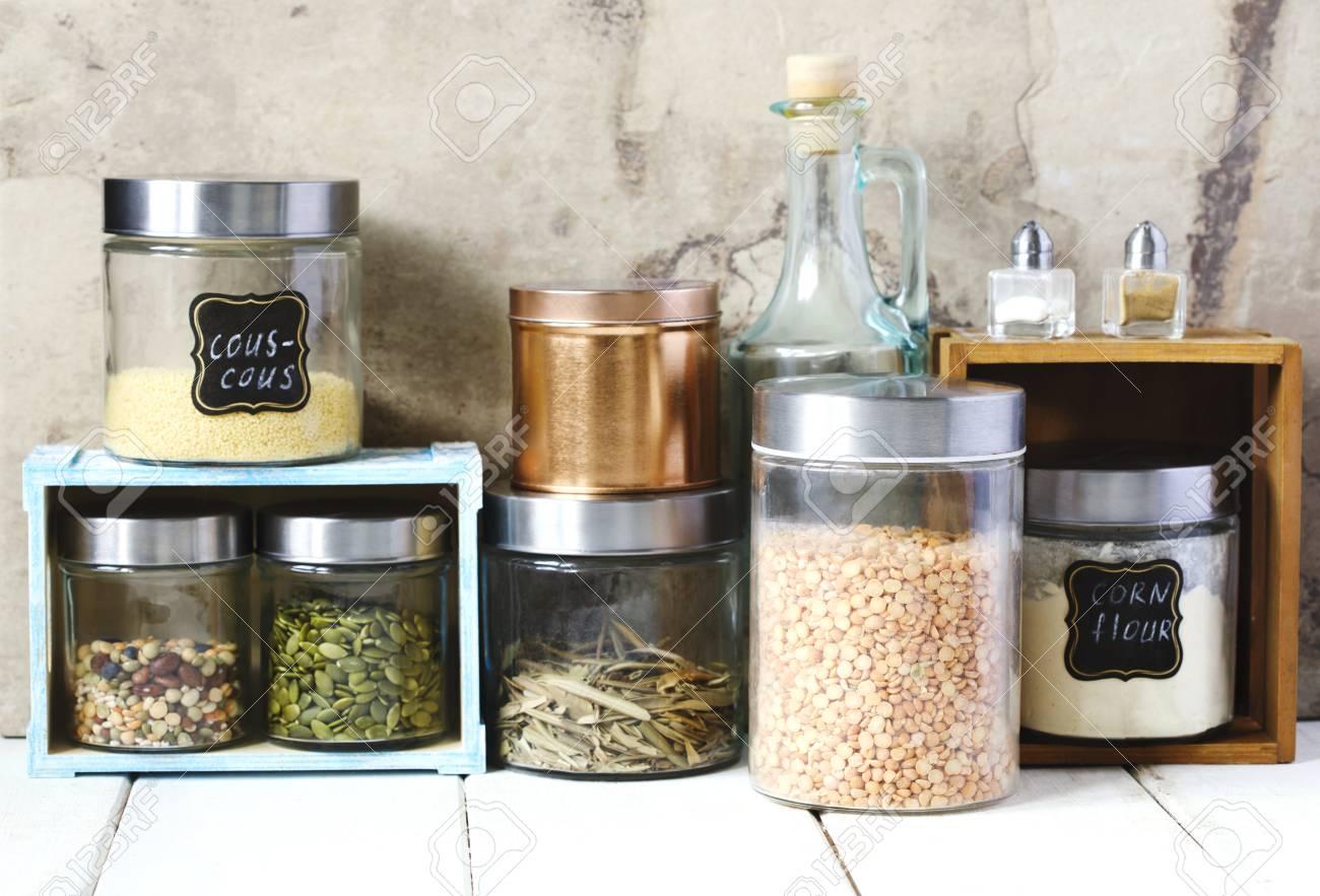 Anordnung Fur Trockene Nahrungsmittelprodukte Und Kuchengerate In Der Kuche Lizenzfreie Fotos Bilder Und Stock Fotografie Image 92833352