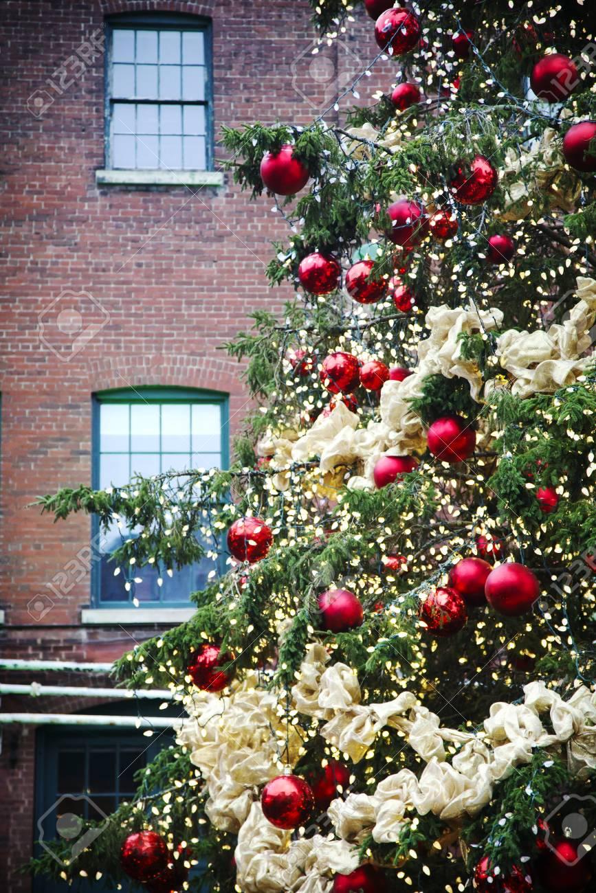 Christmas In Toronto Canada.Christmas Tree In Distillery Historic District Toronto Canada