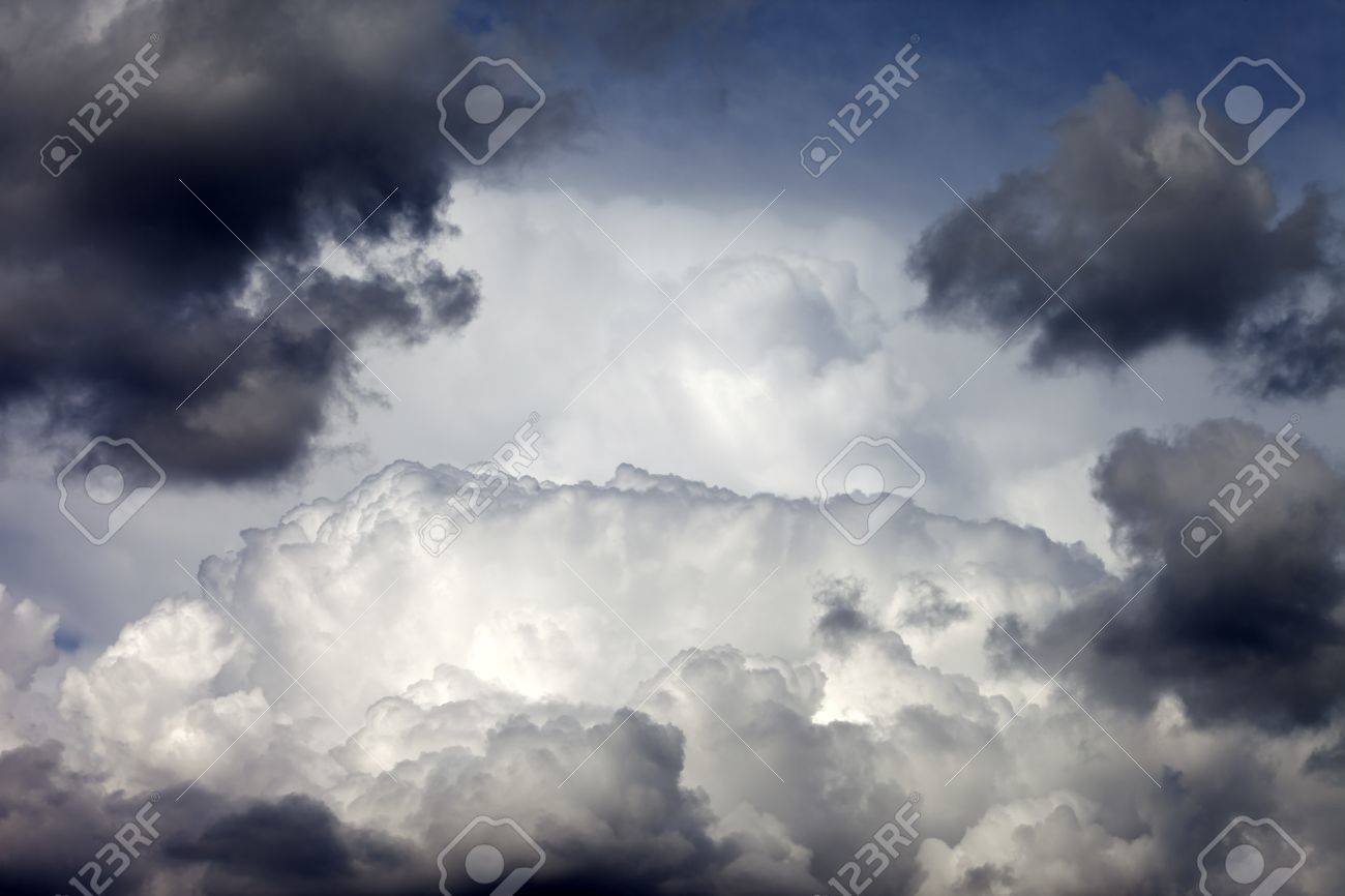 Cloudy sky background Stock Photo - 14751910