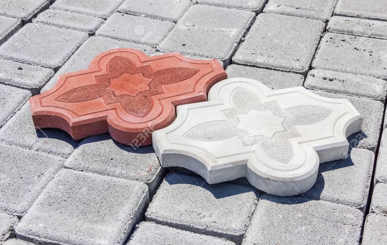 eine rote und eine weiße beton lockigen verbundsteine ??mit ornament
