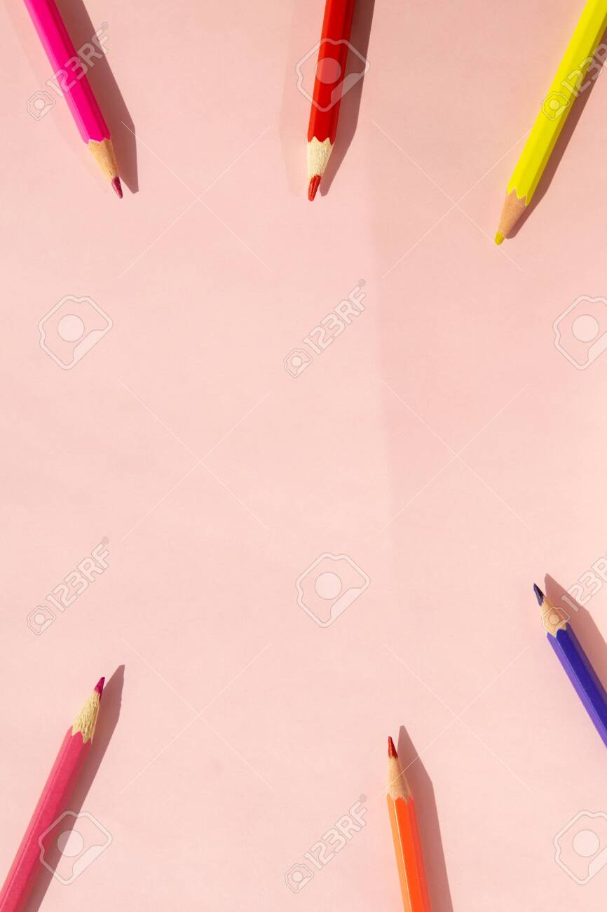 Background of colorful pencils on pink background. Back to school, education and learning concept. Minimalist isometric concept. - 148727432