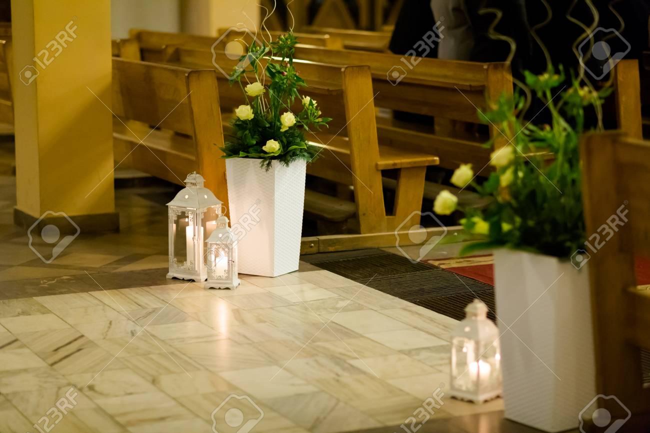 Christian Detaill Kirche Dekoration Fur Hochzeit Trauung Romantische Kerzen Konzept