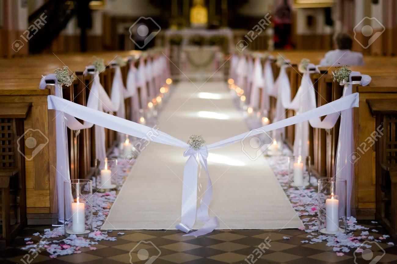キリスト教の Detaill 結婚式結婚式の教会の装飾 ロマンチックな花