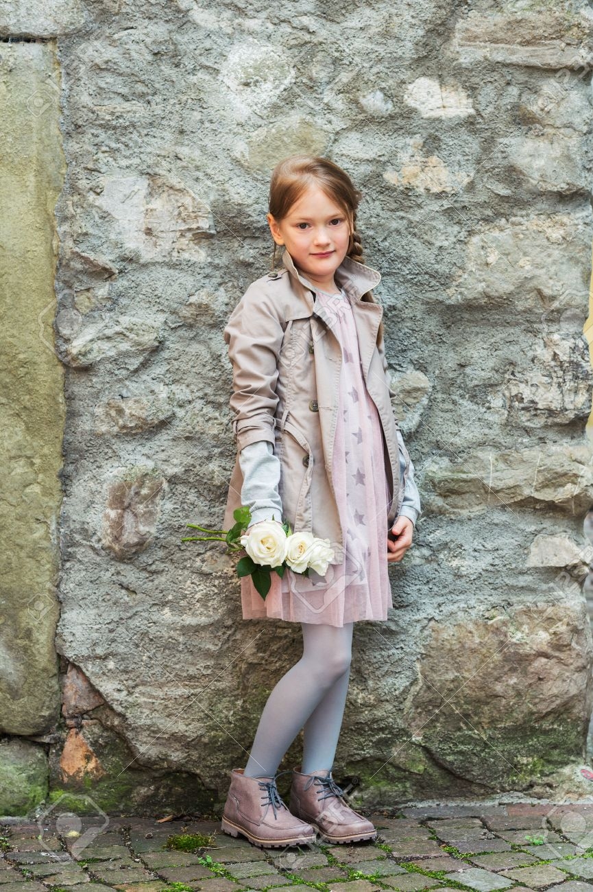littl nude kids alone little girl: Outdoor portrait of a cute little girl with white roses,  wearing