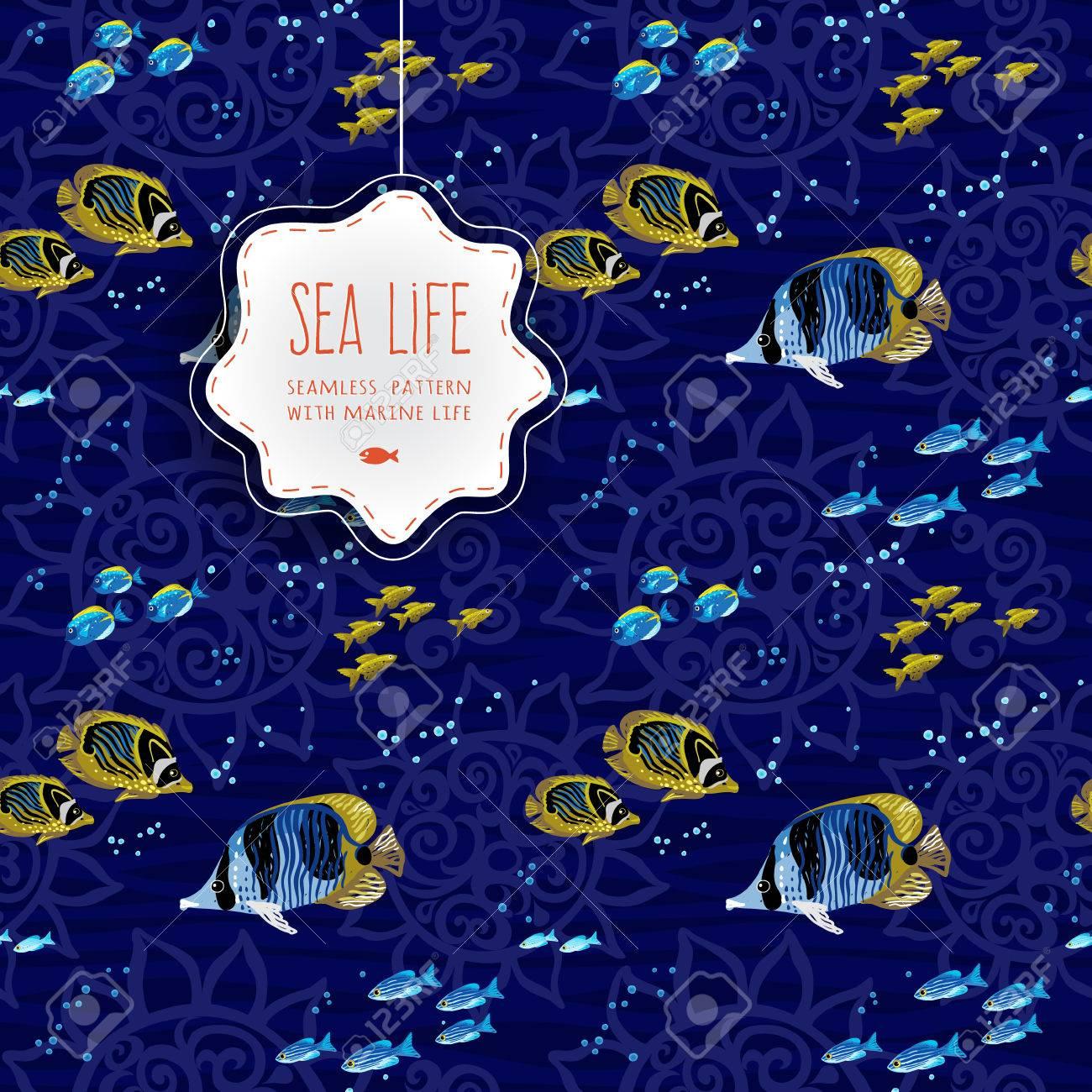 Papier Peint Deco Marine foncé fond sans soudure de la vie de mer avec abstraites ornement, les  vagues et les poissons. ornemental motif de dentelle entrelacez. décoration