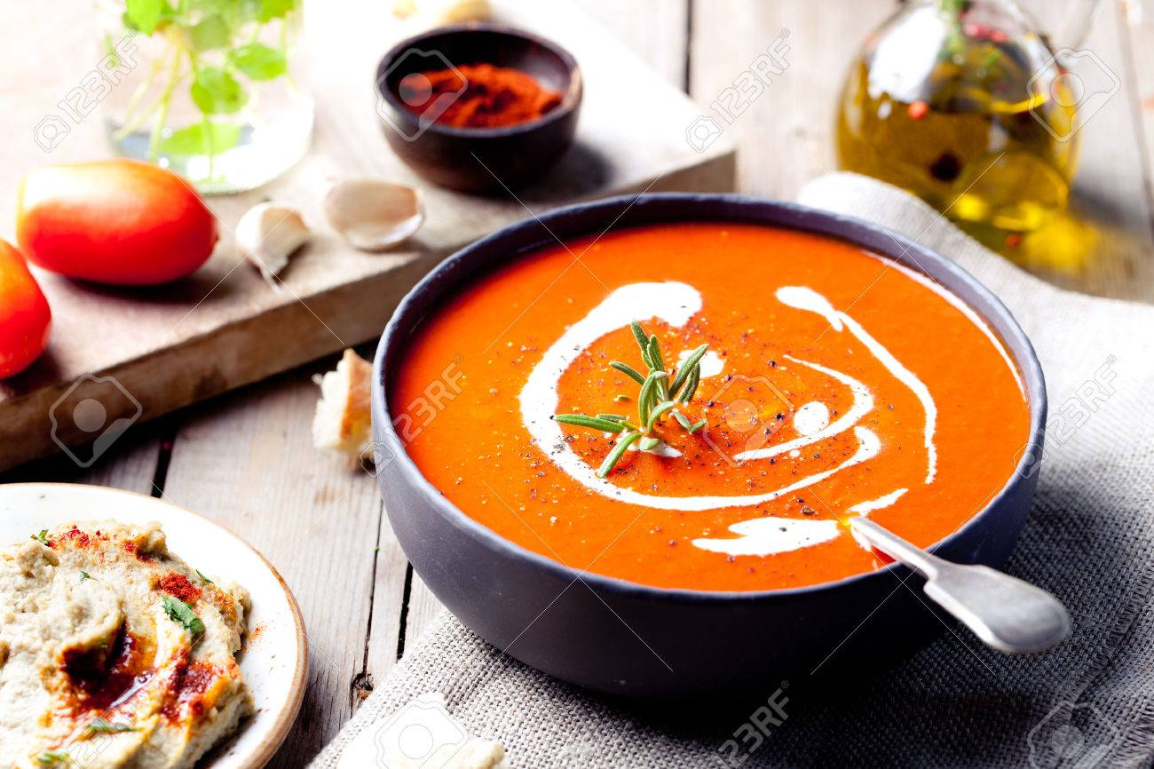 tomaten paprika suppe