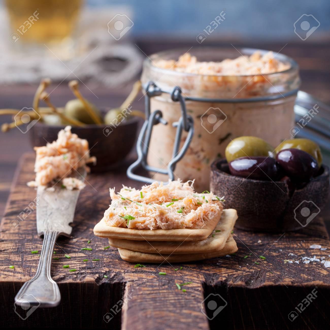 Saumon Fume Et Pate Molle Au Fromage Mousse Pate Dans Un Bocal