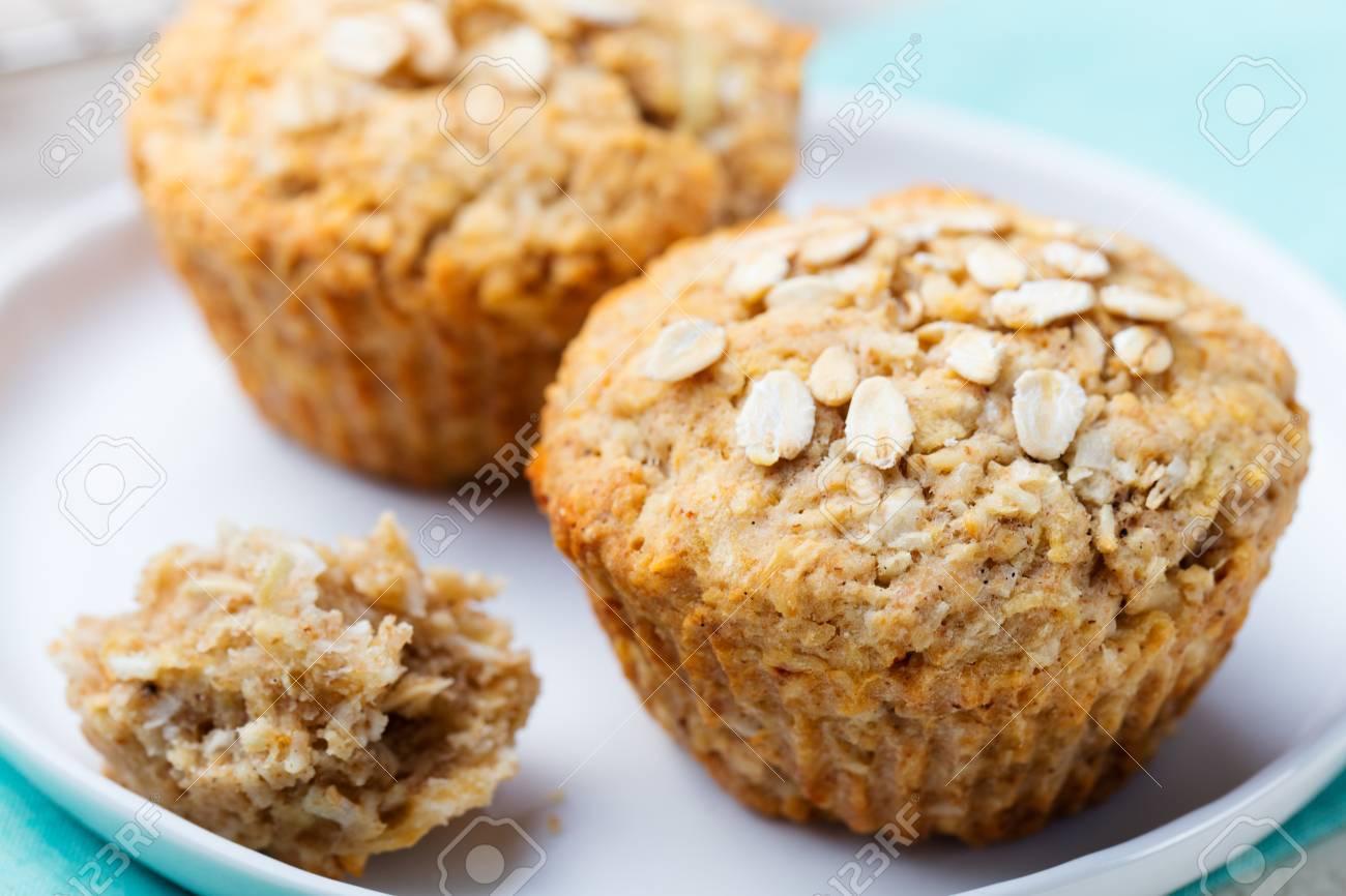 Gesunde Vegan Hafer Muffins Apfel Und Banane Kuchen Mit Saurer