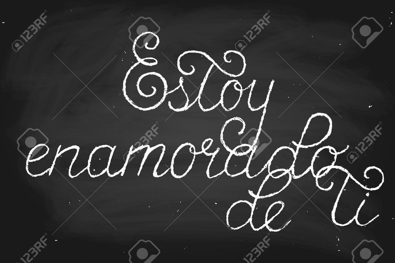 Frase En Español Lo Que Significa Que Estoy Enamorado De Ti Texto Escrito A Mano En Estilo De Tiza Vector Tiza En Una Pizarra Cada Palabra Y