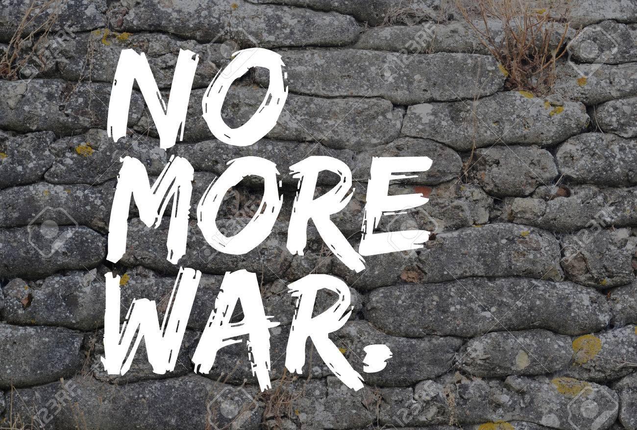 No Más Guerra El Texto En El Estilo De Graffiti En Foso De La Primera Guerra Mundial Reliquia Sacos De Arena Fosilizadas Fondo